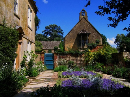 Hidcote Manor courtyard