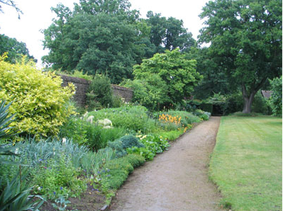 munstead-wood-garden-walk