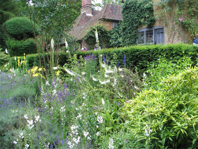munstead-wood-garden