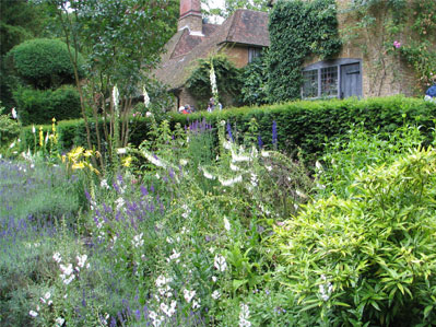 Spotlight on gertrude jekyll and munstead wood f that s for Gertrude jekyll gardens to visit